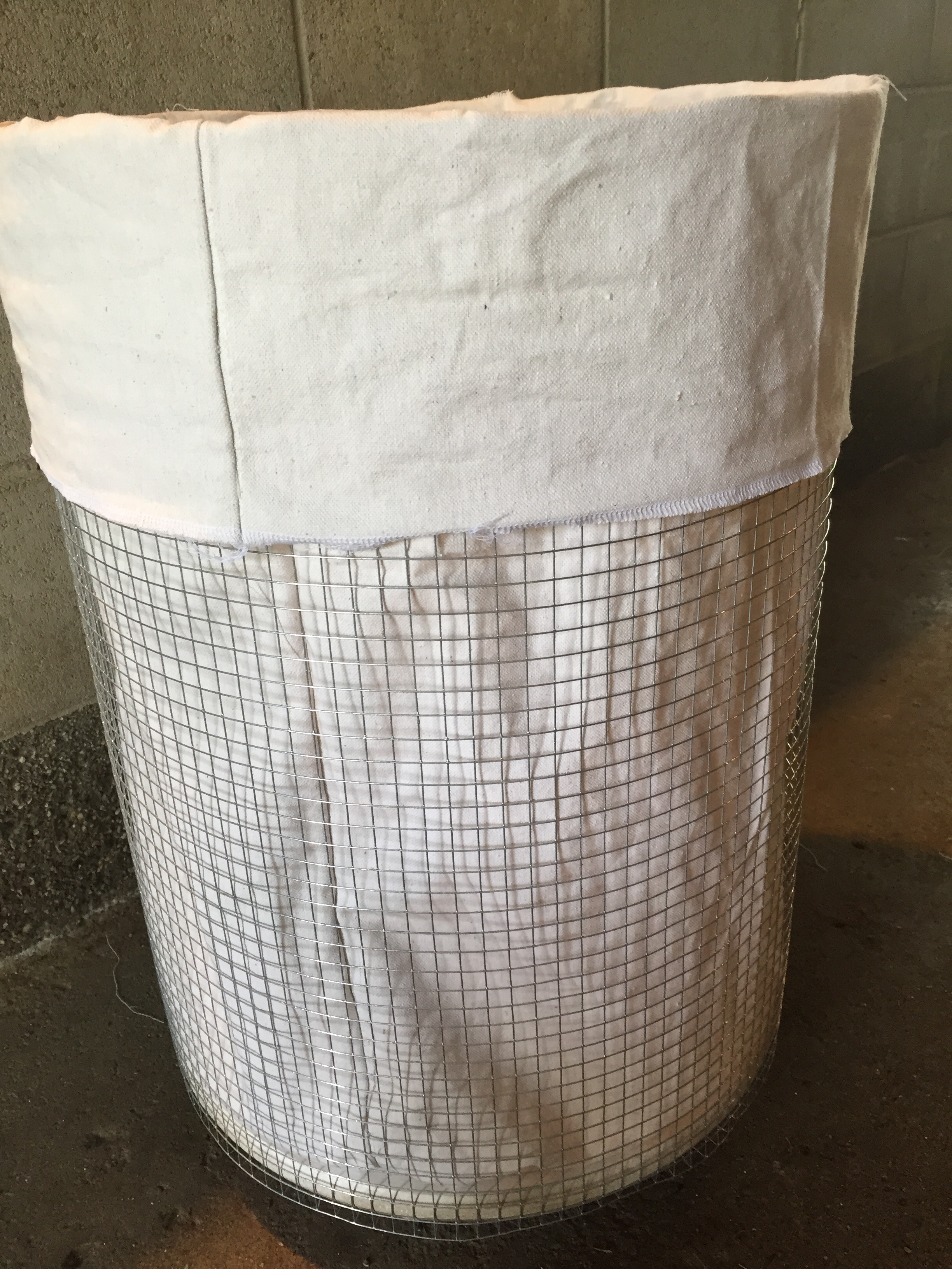 Vintage-y French Laundry Basket {on wheels} – Très Chick Boutique